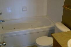 32 Canoe Square Bathroom