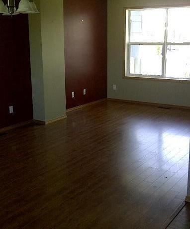 32 Canoe Square Livingroom 1