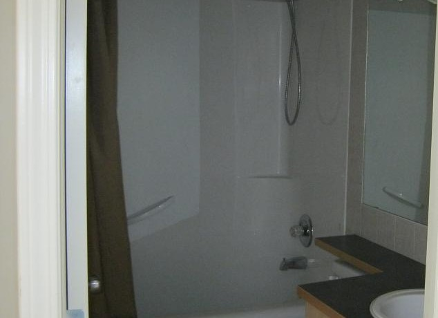41 Cim meadows Bay Bathroom