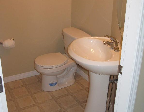 603-2066 Luxstone Blvd Bathroom