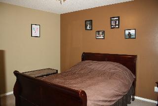 Bedroom 3, 805 - 2001 Lux