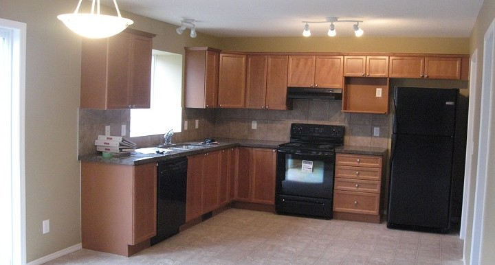 262 Luxstone Road SW Kitchen