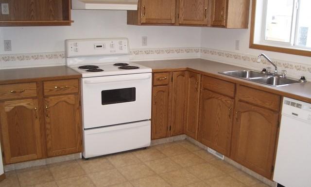 7816 Laguna Way NE Kitchen