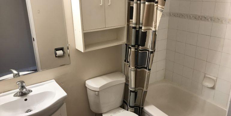 129 Templehill Dr Bathroom